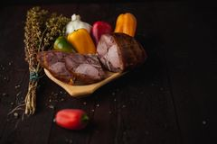 Traditionell enkel målaktivering med kött och grönsaker royaltyfria bilder