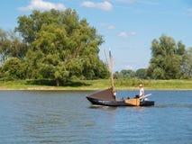 Traditionell fartygsegling på Afgedamde Maas nära Woudrichem, Neth arkivfoton