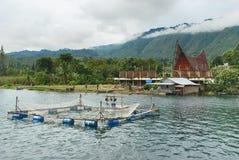Traditionell fiskbur på Danau Toba sjön, Medan, Indonesien arkivbilder