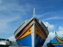 Traditionell fiskebåt i skeppsdockan Royaltyfria Bilder