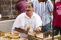 Traditionell folk mässa i heder av helgonet Istvn och det första brödet i Ungern med folk förlage Royaltyfri Foto