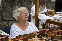 Traditionell folk mässa i heder av helgonet Istvn och det första brödet i Ungern med folk förlage Arkivfoton
