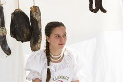 Traditionell folk mässa i heder av helgonet Istvn och det första brödet i Ungern med folk förlage budapest hungary Fotografering för Bildbyråer