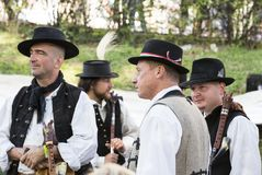 Traditionell folk mässa i heder av helgonet Istvn och det första brödet i Ungern med folk förlage budapest hungary Arkivfoto