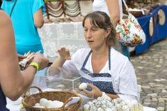 Traditionell folk mässa i heder av helgonet Istvn och det första brödet i Ungern med folk förlage budapest hungary Royaltyfria Bilder