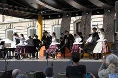 Traditionell folk mässa i heder av St Istvan och den första hleten i Ungern med folk hantverkare budapest hungary Arkivbild