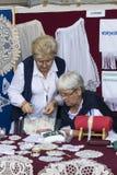 Traditionell folk mässa i heder av St Istvan och den första hleten i Ungern med folk hantverkare budapest hungary Arkivfoton