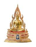 Traditionell forntida guld- bakgrund för vit för Buddhastatyisolat Arkivfoton