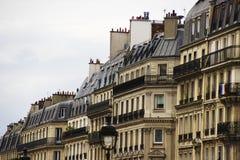 Traditionell fransk arkitektur hus paris Parisian byggnad Royaltyfria Foton