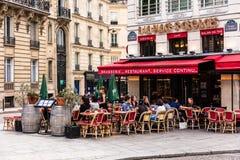 Traditionell fransk restaurang i den StGeorges fyrkanten Paris franc fotografering för bildbyråer