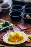 Traditionell frukostdisk med citroner fotografering för bildbyråer