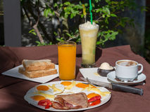 Traditionell frukostmat Arkivfoto