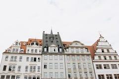 Traditionell gammal arkitektur i Leipzig i Tyskland fotografering för bildbyråer