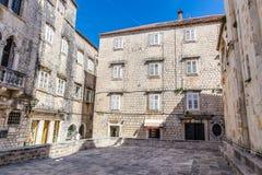 Traditionell gammal byggnad - Trogir, Dalmatia, Kroatien Royaltyfri Fotografi