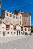 Traditionell gammal byggnad - Trogir, Dalmatia, Kroatien Arkivfoton
