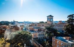 Traditionell gammal byggnadsgatasikt i Rome Royaltyfria Foton