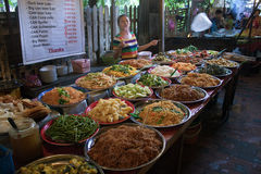 Traditionell gatamat i Luang Prabang Royaltyfria Foton