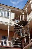 Traditionell georgian arkitektur i Tbilisi, Georgia Fotografering för Bildbyråer