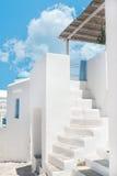 Traditionell grekisk gränd på den Sifnos ön Royaltyfri Bild