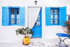 Traditionell grekisk husfasad, Grekland Fotografering för Bildbyråer