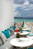 Traditionell grekisk kafeteria på den Mykonos ön Royaltyfri Foto