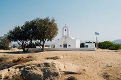 Traditionell grekisk kyrka på den Naxos ön, Grekland Royaltyfri Fotografi