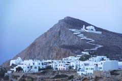 Traditionell grekisk by och kyrka Arkivfoto