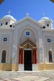 Traditionell grekisk ortodox kyrka på den grekiska ön Royaltyfri Foto
