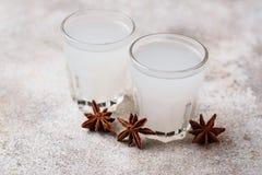 Traditionell grekisk ouzo, alkoholdrink med anis fotografering för bildbyråer