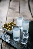 Traditionell grekisk vodka - ouzo i sköt exponeringsglas fotografering för bildbyråer