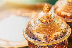 Traditionell härlig thailändsk konstbunke av Benjarong arkivbild