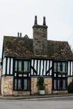 Traditionell halva timrat hus Arkivfoto