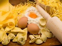 traditionell hemlagad italiensk pasta arkivbild