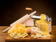traditionell hemlagad italiensk pasta royaltyfri bild