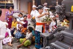 Traditionell hinduisk ceremoni, i Nusa Penida-Bali, Indonesien Arkivfoton