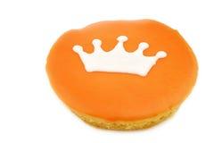 Traditionell holländsk bakelse med en krona arkivbild