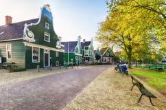 Traditionell holländsk gammal husbyggnad i Zaanse Schans - museum V royaltyfria foton