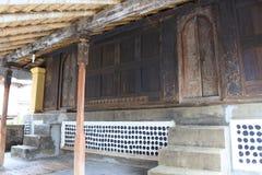 Traditionell hus och prydnad i Lombo arkivbilder