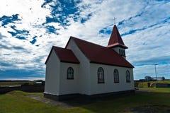 Traditionell icelandic träkyrka i Grindavik Fotografering för Bildbyråer