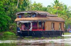 Traditionell indisk husbåt i Kerala, Indien Royaltyfri Fotografi