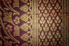 Traditionell indisk tygtextur med modeller kan användas som b royaltyfri bild