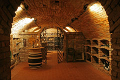 Traditionell inre för vinkällare Arkivfoto