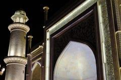 Traditionell islamisk arkitekturkontur på natten Royaltyfri Bild