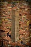 Traditionell italiensk lera taklägger den gamla staden uppifrån royaltyfria foton
