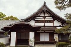 Traditionell japansk arkitektur i det Byodoin komplexet royaltyfri foto
