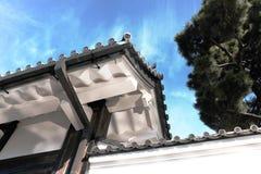 Traditionell japansk arkitektur med Sakura Tree Arkivbild