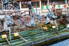 Traditionell japansk drakevattenspringbrunn Arkivbild