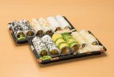 Traditionell japansk mat - del av flera sorter av sushi på magasin med wasabi och den inlagda ingefäran Royaltyfri Fotografi