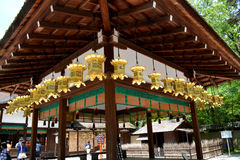 Traditionell japanska lyktor och gobeläng Arkivfoto