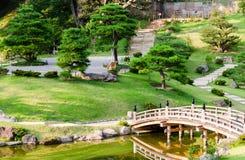 Traditionell japanträdgård på den Kanazawa slotten - Japan Royaltyfria Bilder